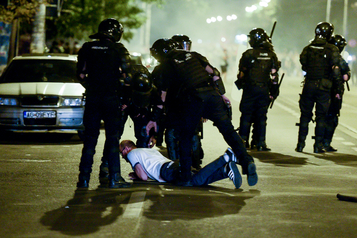 Diaspora-protest-in-Bucharest-ends-with-riot-police-intervention-Inquam-Photos-Alberto-Grosescu-copy